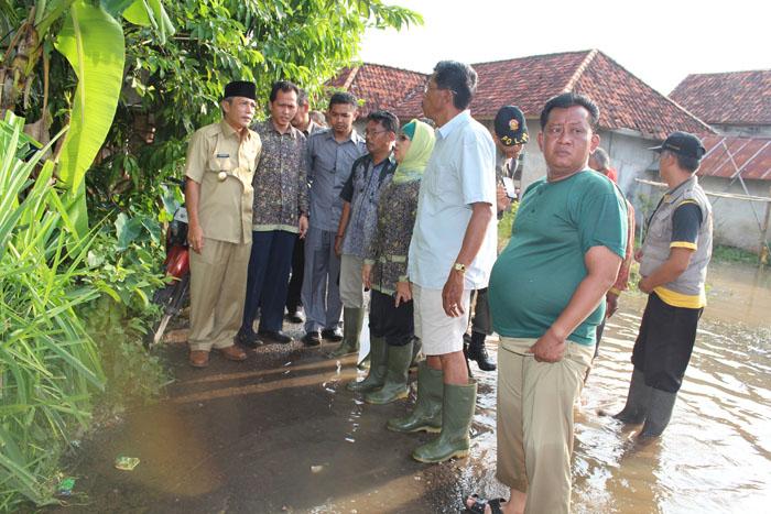 Hari Pertama Kerja, Iskandar-Rifa'i Langsung Sambangi Warga