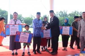 Bupati OKI Dapat Penghargaan Pemerhati Pendidikan Anak Bangsa