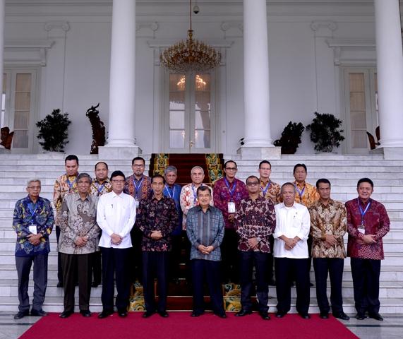 Wakili Sumsel---Bupati OKI, Iskandar mengusulkan pembangunan Infrastruktur dan pertanian kepada Jokowi