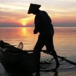 Nelayan Mengurungkan Niat Mencari Ikan