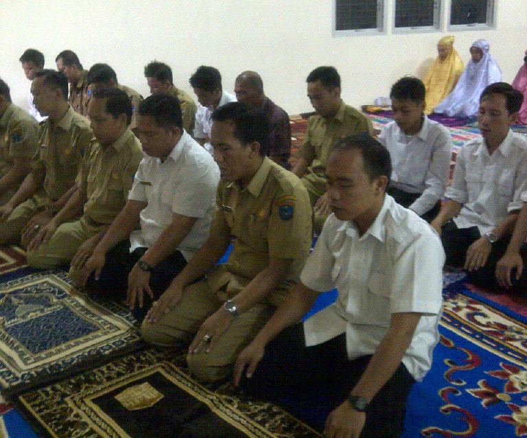 Pegawai Dinkes OKI Sholat Berjamaah Selama Ramadhan