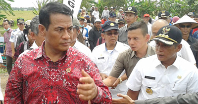 menteri pertanian panen padi di kabupaten oki