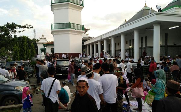 penampakan gerhana matahari di palembang indonesia copy