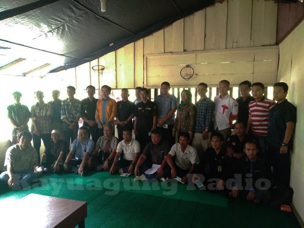 Organisasi/Lembaga Masyarakat OKI Foto Bersama Kepala Kesbangpol OKI & Asisten II OKI Heri Susanto S.Sos. (16/02/17)