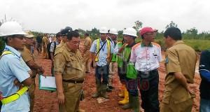 H Iskandar Terjunkan Satgas Perbaikan Jalan Jalan Kayuagung-Sepucuk ditutup Sementara