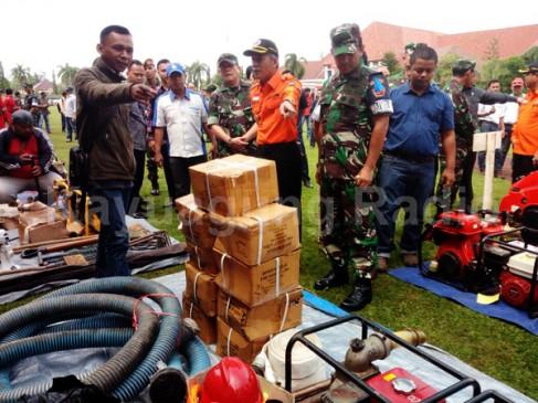 Bupati Cek Alat Kesiapan Personil Satgas Kebakaran Hutan Dan Lahan. 09/03/17