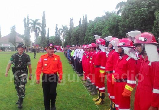 H. Iskandar SE Mengecek Kesiapan Personil Satgas Kebakaran Hutan Dan Lahan. Kamis 09/03/17