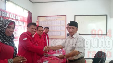 Drs. H. M. Amin Jalalen Ambil Formulir Bacabub Di DPC PDIP.