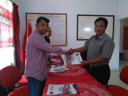 H Sulaiman Yamani Ambil Berkas Pendaftaran Ke DPC PDI OKI.